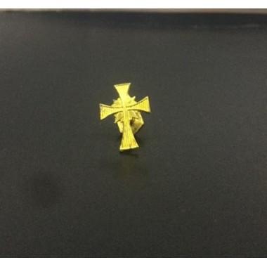 Cruz de metal em dourado